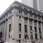 就活生への質問を考える銀行の面接官